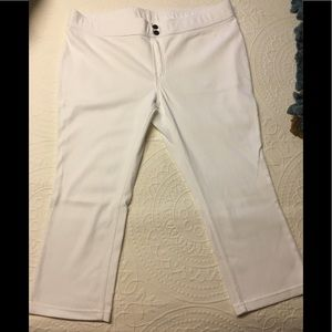 HUE Capri Leggings (White)